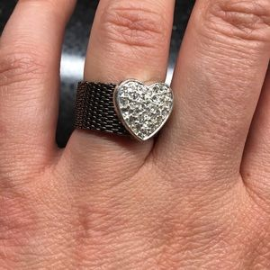 Jewelry - Black mesh crystals ring